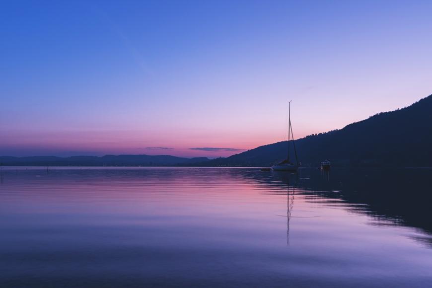 Sonnenaufgang Zuger See (Schweiz) by picPond
