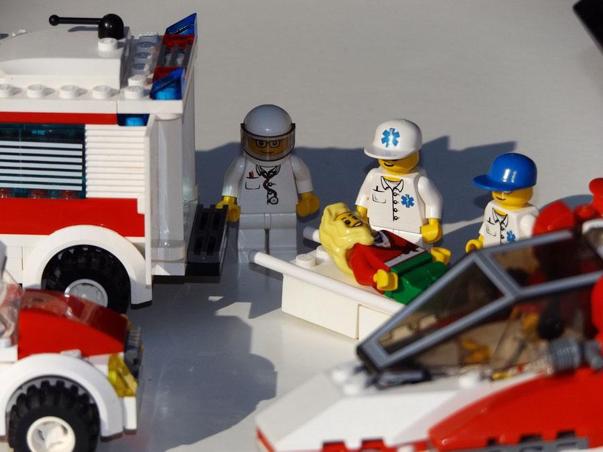 Blaulichthelden-Szene mit Lego-Modellen
