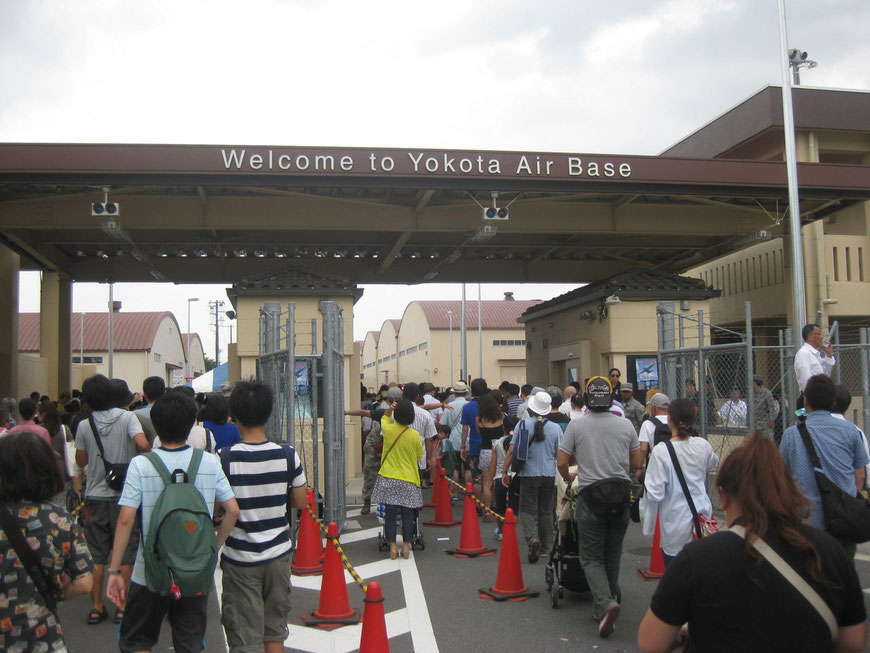 Gate at Yokota Air Base Tokyo Fussa Yokota Japanese - American Friendship festival event TAMA Tourism Promotion - Visit Tama 米軍横田基地入り口ゲート 東京都福生市 横田日米友好祭 多摩観光振興会