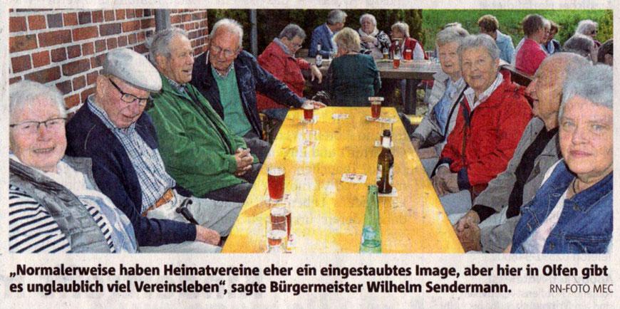 Frühschoppen am Heimathaus - RN-Foto mec