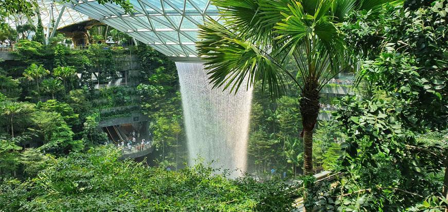 Wasserfall beim Changi Airport