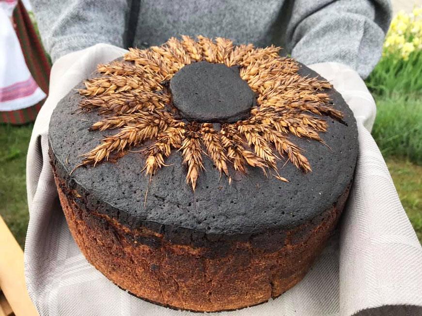 Apvalus juodos duonos kepalas