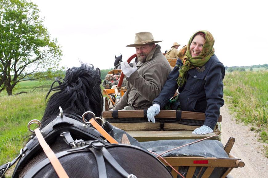Česlovas ir Skirmantė žirgų vežimų vilkstinėje