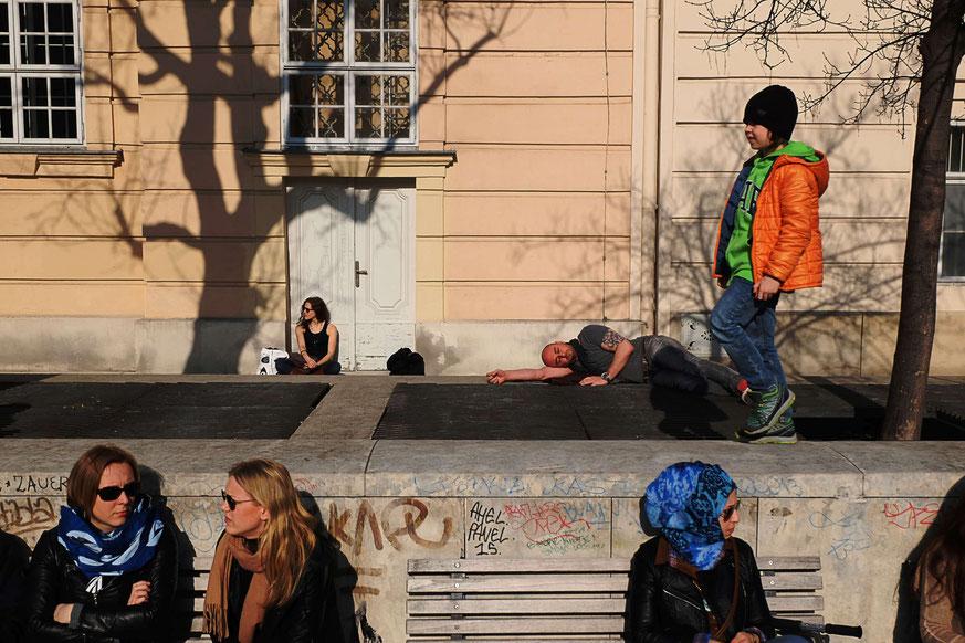 Photographie, Vienne, Autriche, Leopold museum, personnages, couleurs, street photo, soleil de printemps, Mathieu Guillochon