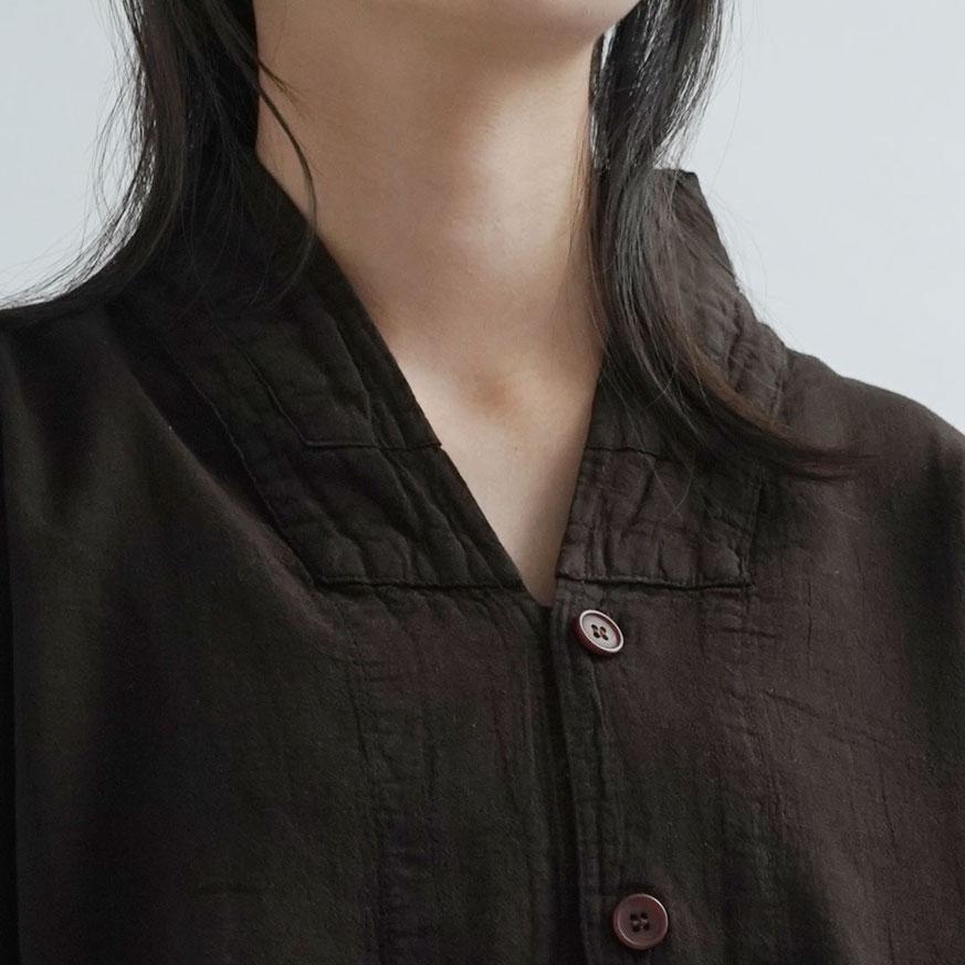 ヂェン先生の日常着 V襟 シャツ 襟部分 イメージ ジェンさん 台湾