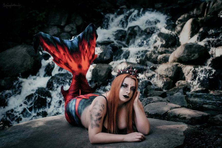 Mermaid Shooting am Wasserfall in Berlin I Model: Savannah Nixon
