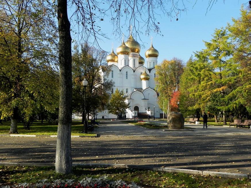 Успенский собор. Открыт в 2010 г. на месте снесенного с 1937 г. Успенского кафедрального собора.