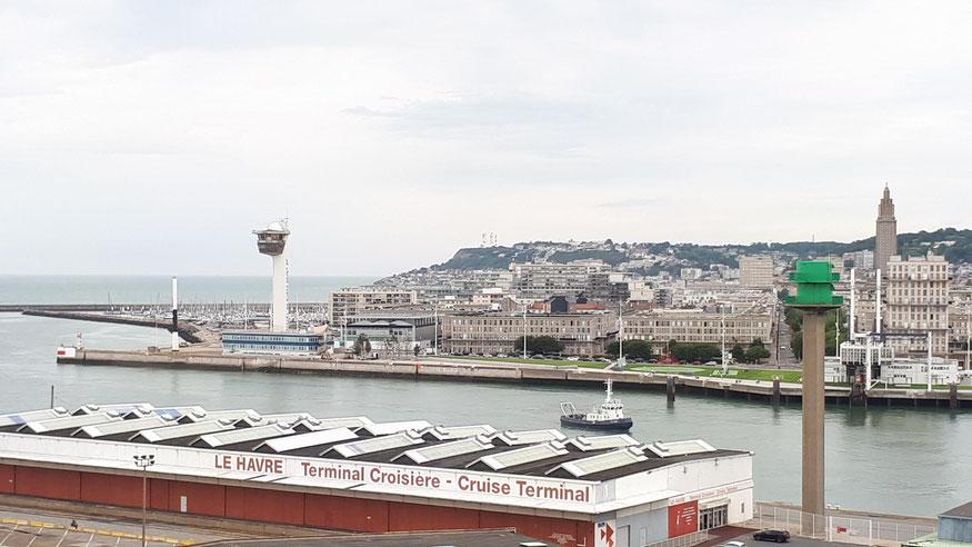 Blick vom Kreuzfahrtschiff auf die Stadt