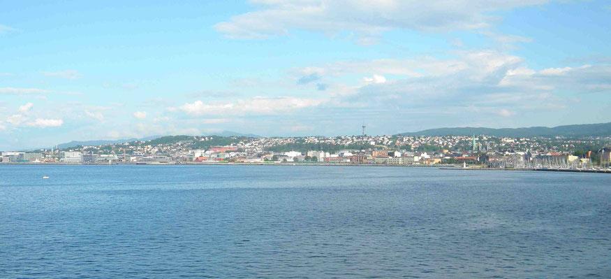 Blick vom der Mündung des Flusses Nidelva auf Trondheim