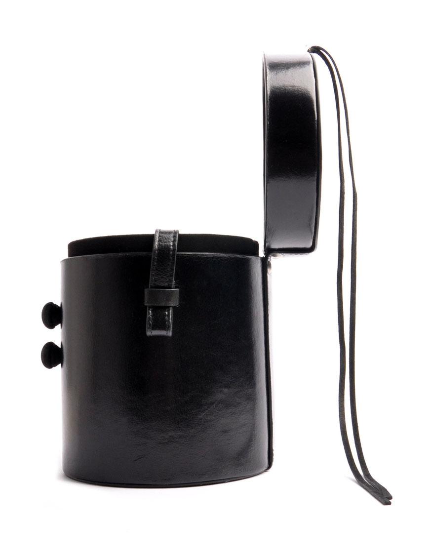 runde Schultertasche MARIE Vintagelook  Leder schwarz OSTWALD Tradition