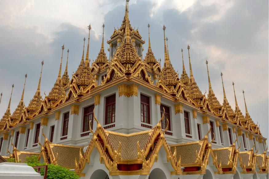 Metalinės pilies šventykla Ratchanatdaram Bankoke