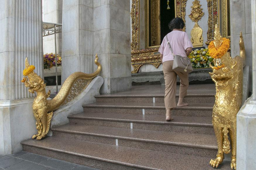 Wat Bowonniwet šventykloje ilsisi Ramos IX pelenai