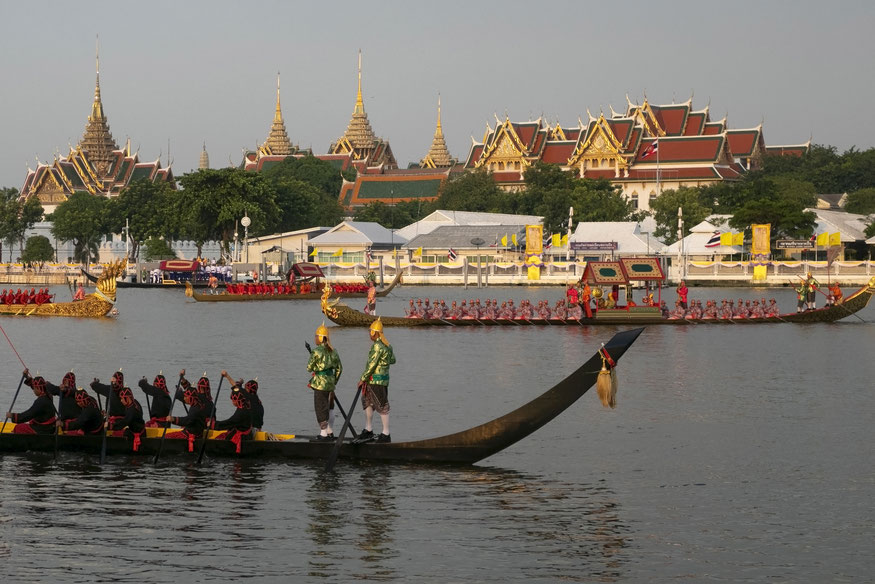 Karališkosios baržos Čau Prajos upėje generalinės repeticijos metu 2019 m. spalio 21 d.