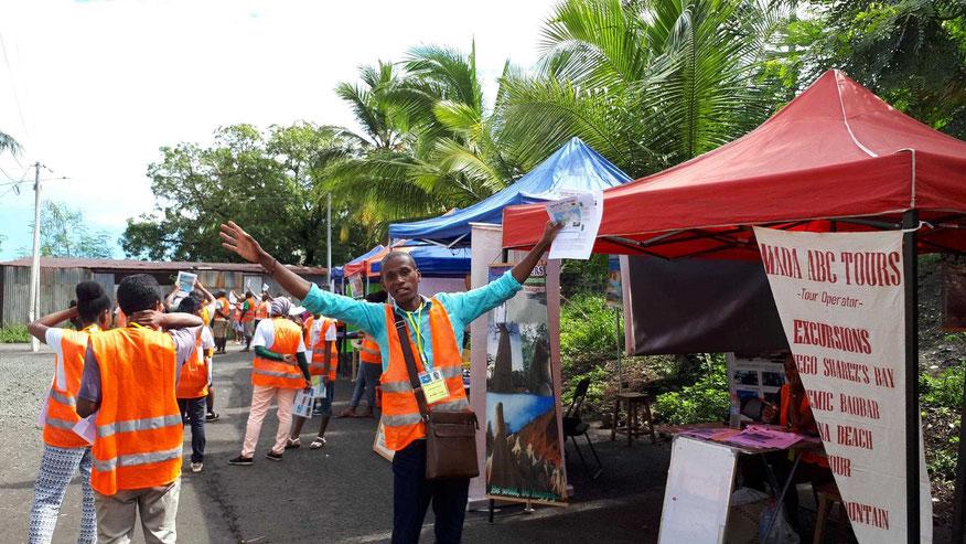 Lokale Veranstalter am Ausgang vom Hafengelände