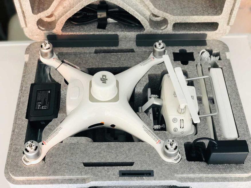 Phantom 4 RTK en su caja y accesorios