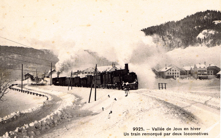 Hiver 1907. Il faut deux locomotives pour affronter la raide pente des Epinettes