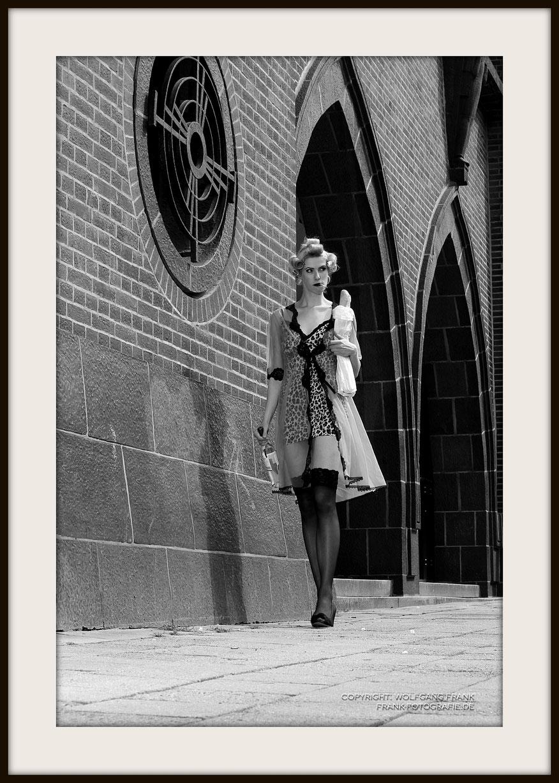 #024 - French Breakfast II (2013-08-09) - Fine Art Print auf Shil Masterclass Baryta 290, archivfest, naturweiß, gepuffert, schwarzer Galerierahmen mit Passepartout