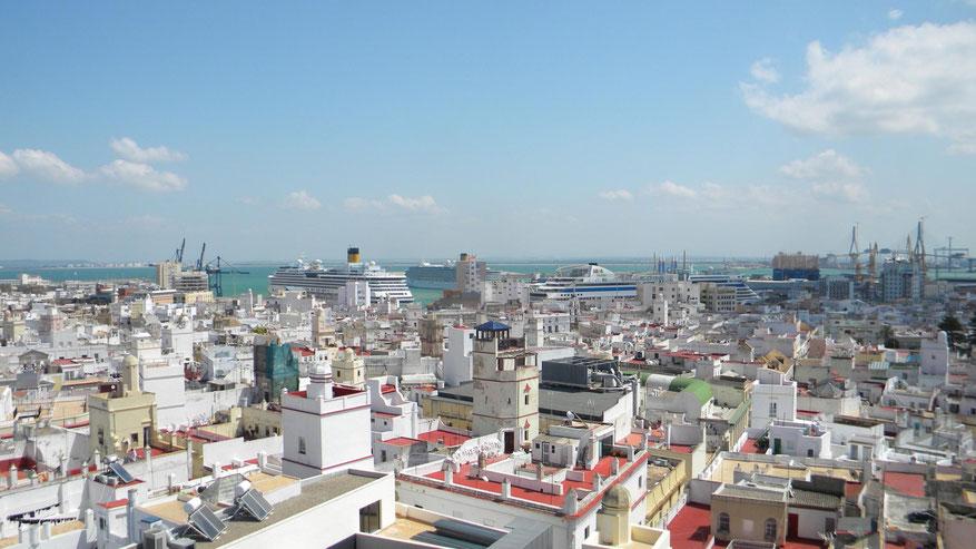 Blick vom Torre Tavira auf die beiden Terminals