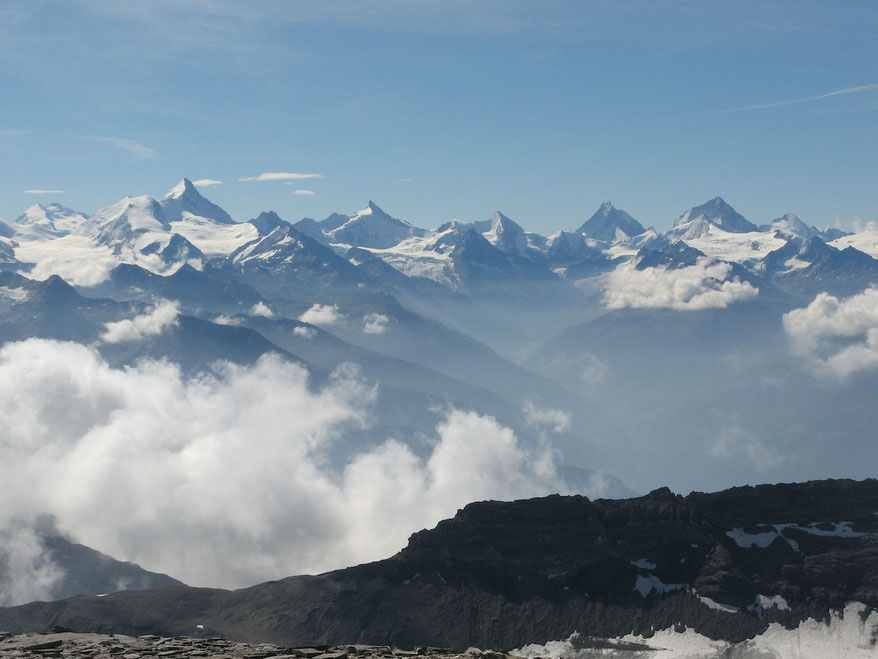 Los Alpes Occidentales, vista desde la cumbre del Wildstrubel (3240 m) en Suiza