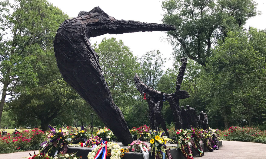 National Slavery Monument, in the southwest corner of the Oosterpark by Erwin de Vries (2002)
