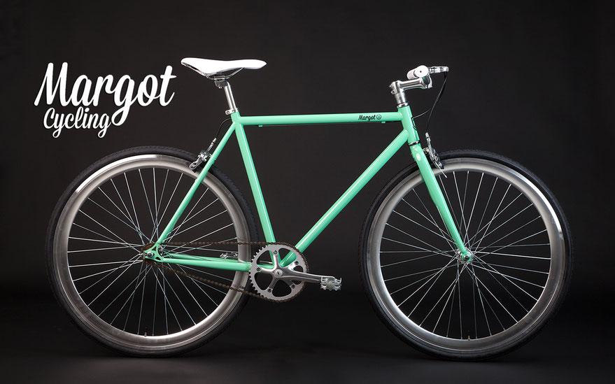 """TIFFANY: """"Verde Tiffany abbinato a cerchi anodizzati in grigio Tiffany. Trionfo di vintage ed eleganza"""""""