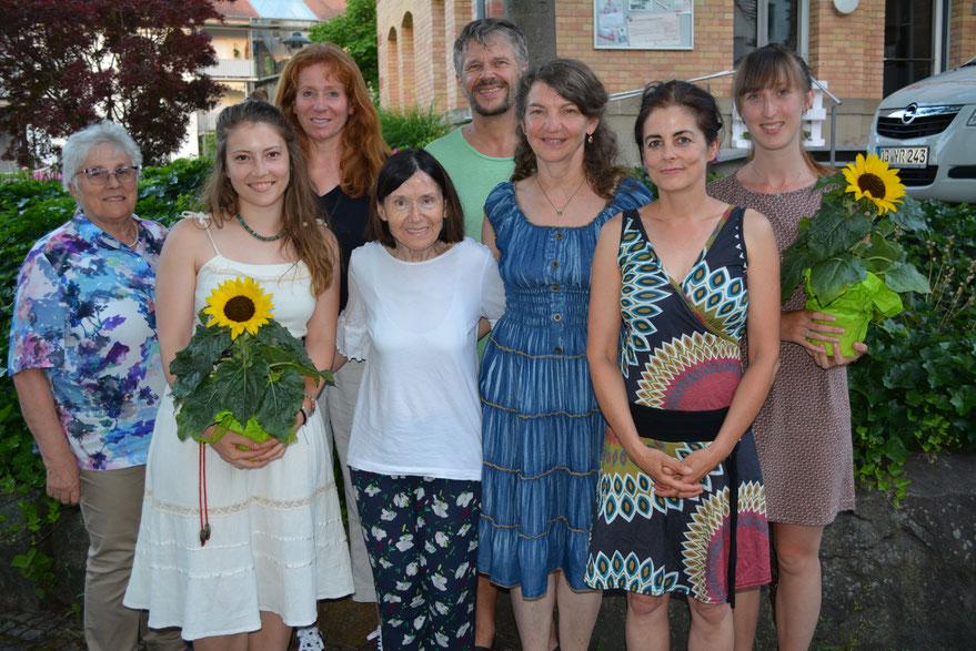 Foto von Sybille Wölfle. Das neue Vorstandsteam (von links): Barbara Hoicke, Sabina Kist, Susanne Schnurr. Angelika Spitzmüller, Erhard Fürst, Hanni Schaeffer, Annette Baumann und Fenja Wöhrle.