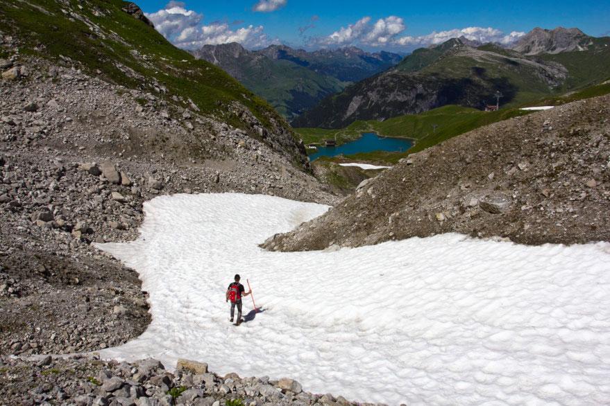 Slidinėjimo trasa leidžiamės link Ciūrso ežerėlio - Forarlbergo Alpės