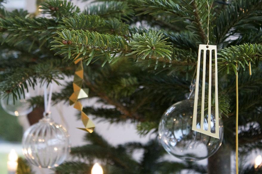 dieartigeBLOG - Weihnachtsbaum-Dekoration in Gold und Glas
