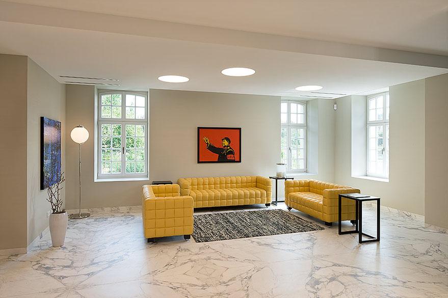 Architekturfotografie Kaisersruh Aachen-Würselen: Interieur-Ansicht der Lobby, Foto: Dr. Klaus Schörner, Bauherr: Franko Neumetzler, Architekt: Studio Makarowski, Copyright 2018
