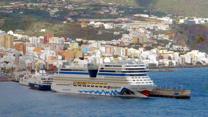 AIDAstella im Hafen von Santa Cruz de la Palma