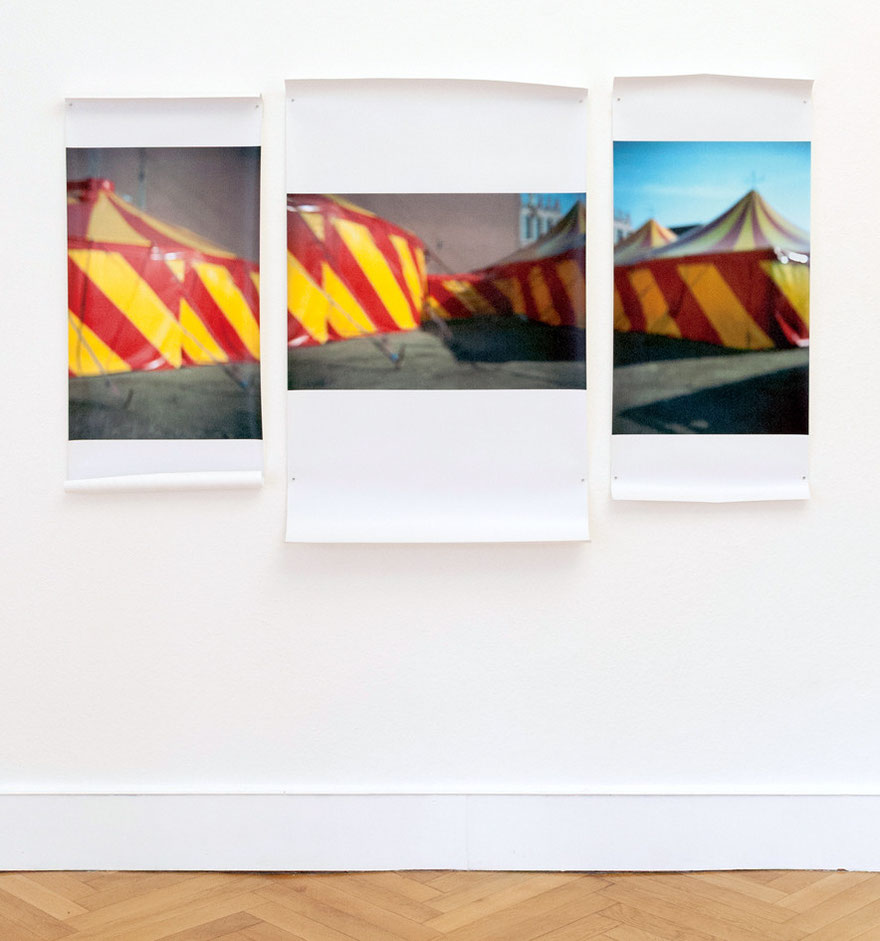 """Zelt"" Triptychon, Ausstellungsansicht ""Populäre Gegensätze"", mit Susanne Ring, Köppe Contemporary, Berlin"