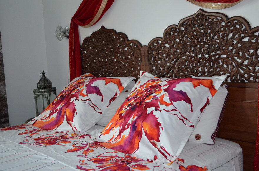 Suite Royal Kandyen est Notre  suite familiale (plus grand chambre 38m) comprennent deux chambre avec une salle de bain privée    pour prendre une douche sous les belles étoiles...