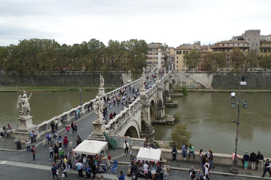Pont Saint-Ange orné de statues d'anges sculptées par le Bernin au 17ème siècle.