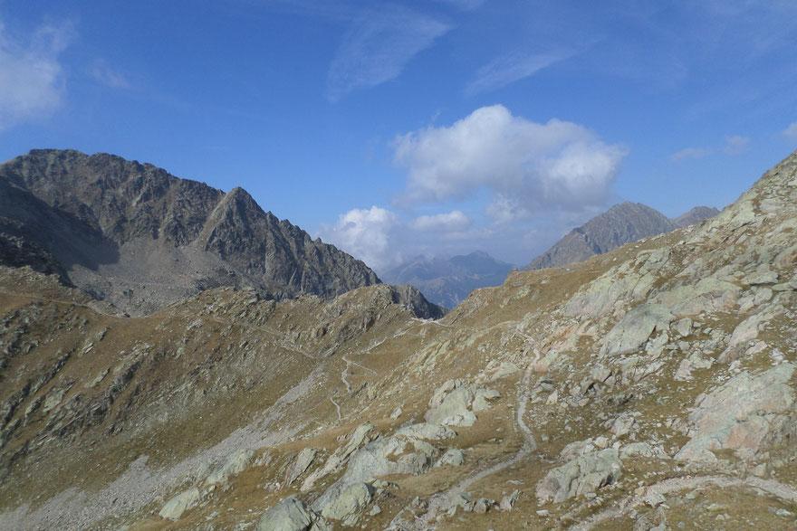 Sentier qui mène au Pas des Ladres (photo prise à l'automne)