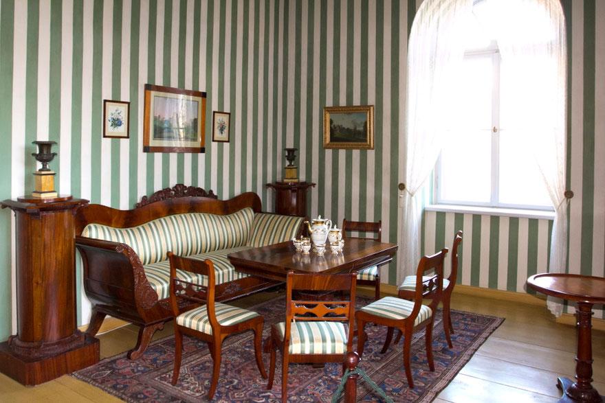 Naujosios Cėsių pilies menes puošia XIX a. baldai ir paveikslai / Foto: Kristina Stalnionytė