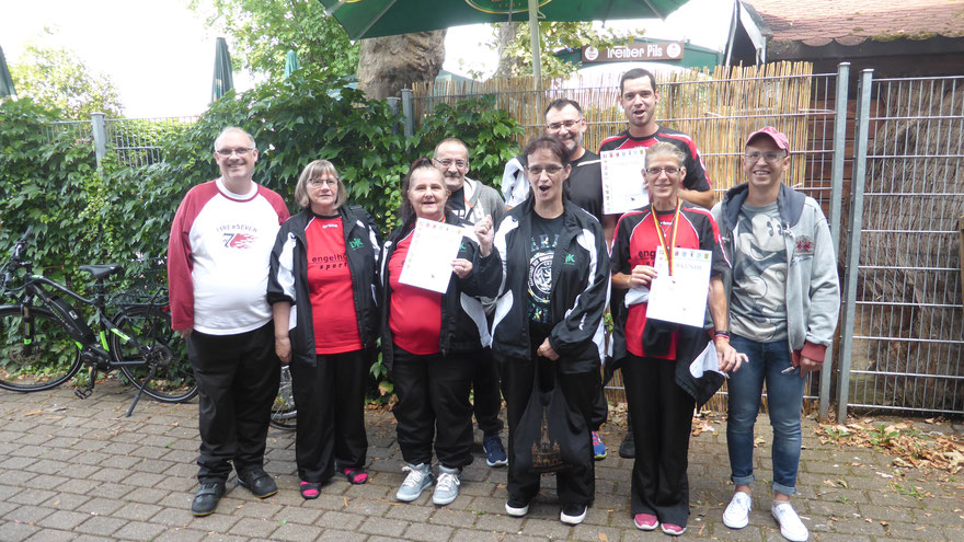 Das erfolgreiche DJK-Team:  Michael Herm (von links), Margot Herm, Claudia Gastrop, Ralf Gastrop, Ursula Gastrop, Uwe Frey, Stephan Sulski, Andrea Schmidt und Manuel Kühnert.