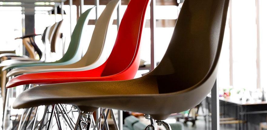 デザイナー : チャールズ&レイ・イームズ Eames Molded Plastic Side Chair Wire Base