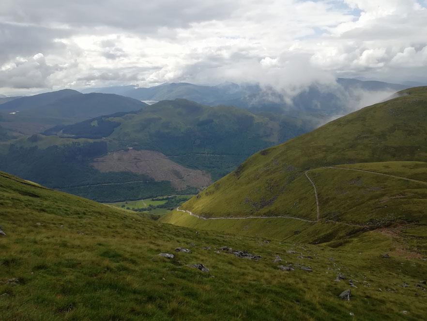 Zick Zack auf dem Weg zum Gipfel des Ben Nevis