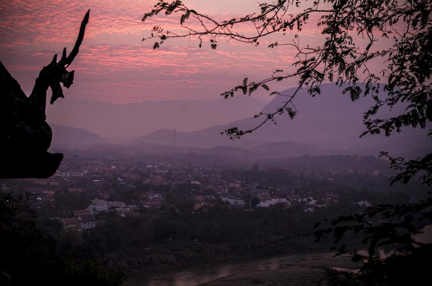 Vue sur Luang Prabang au lever du soleil