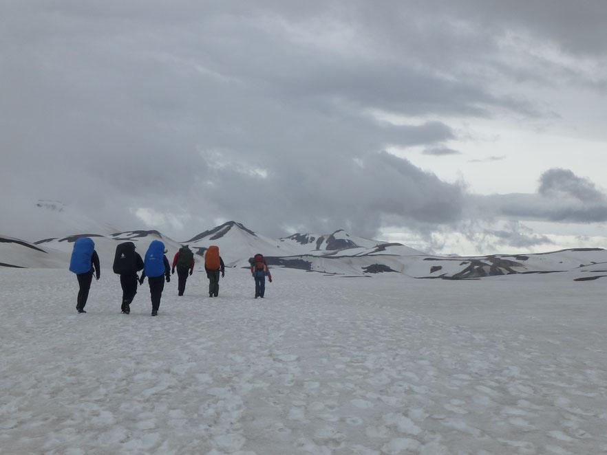 Laugavegur, Hrafntinnusker snow June.