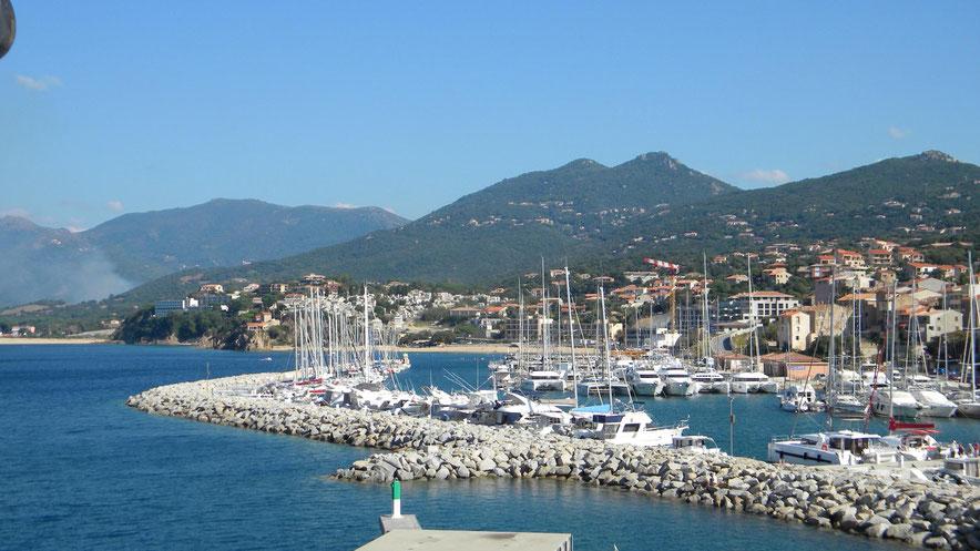 Marina und Strand