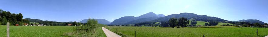 Panorama von Anger mit Blick auf Untersberg und Staufen. Copyright Marketing-Service BGL, Freigabelizenz für Graznhof in Anger-Aufham vorhanden.