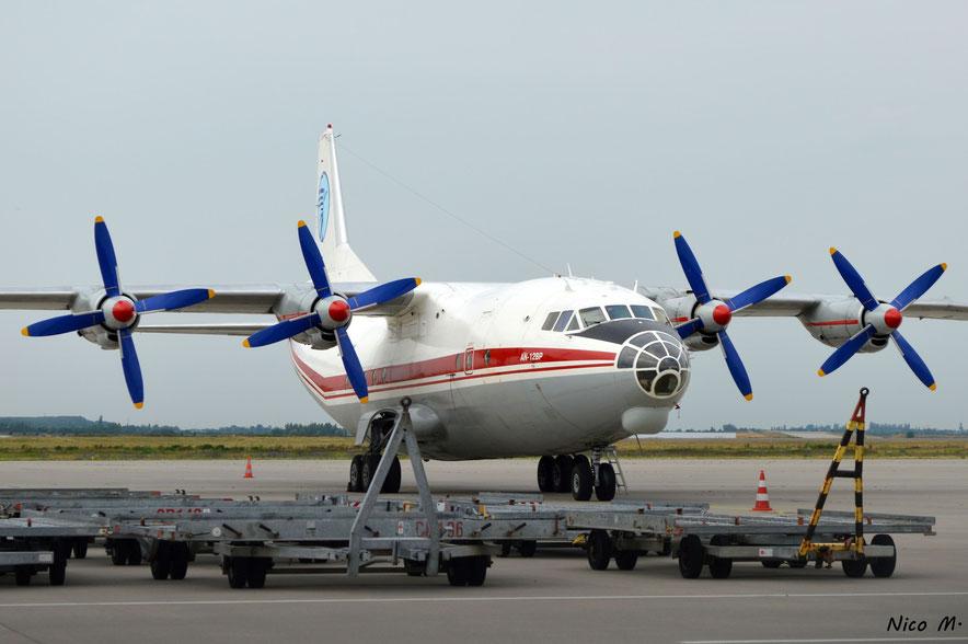 An-12 (UR-CGW)