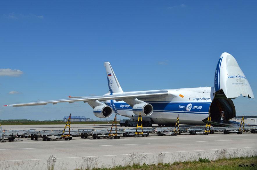 An-124 mit geöffneter Nase