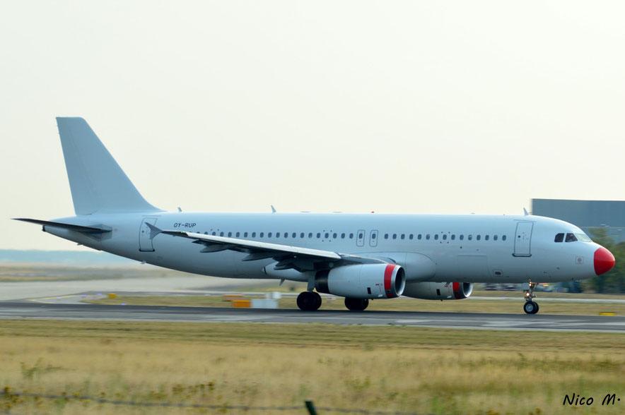 A320-200 (OY-RUP)