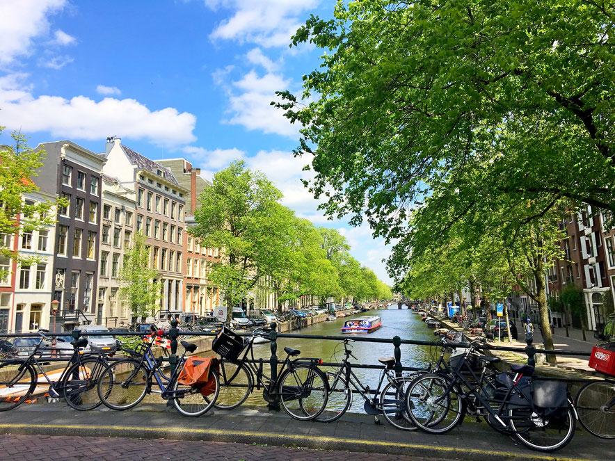 canali di Amsterdam con le biciclette