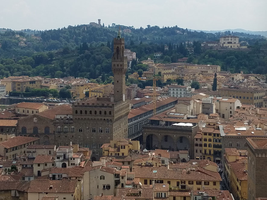 Blick vom Campanile zum Palazzo Vecchio mit Torre d'Arnolfo und dem langen Gang der Uffizien