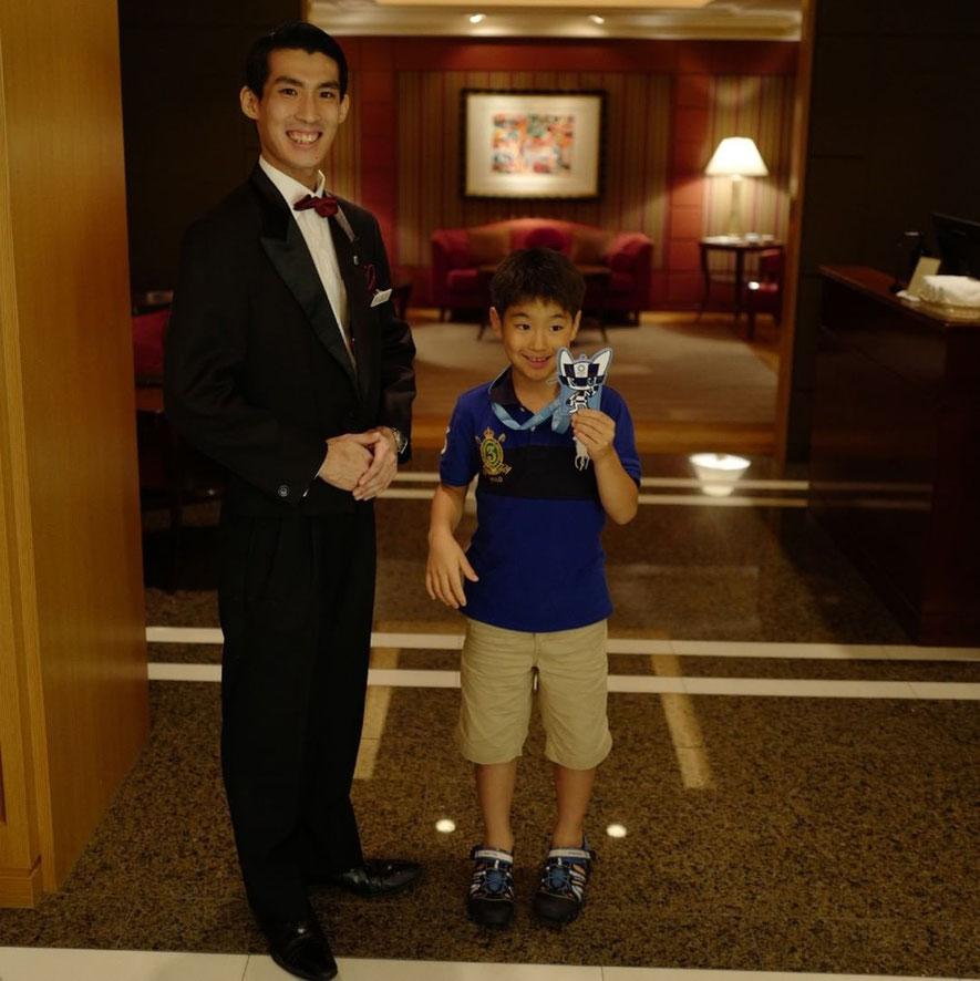 画像: 帝国ホテル レセゾンのウェイターのハギワラくん
