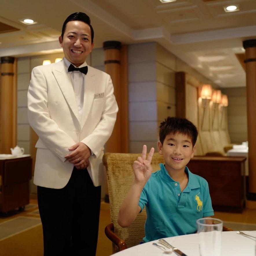 画像: 帝国ホテル レセゾンのウェイターの尾形くん
