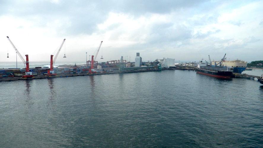 Einfahrt in den Hafen von Toamasina